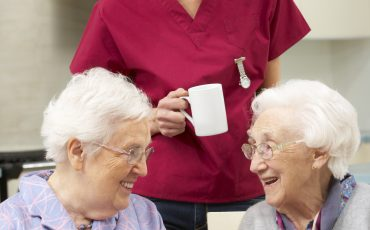 Arbeta inom äldreomsorgen