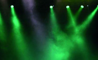 grönt ljus i rökig miljö