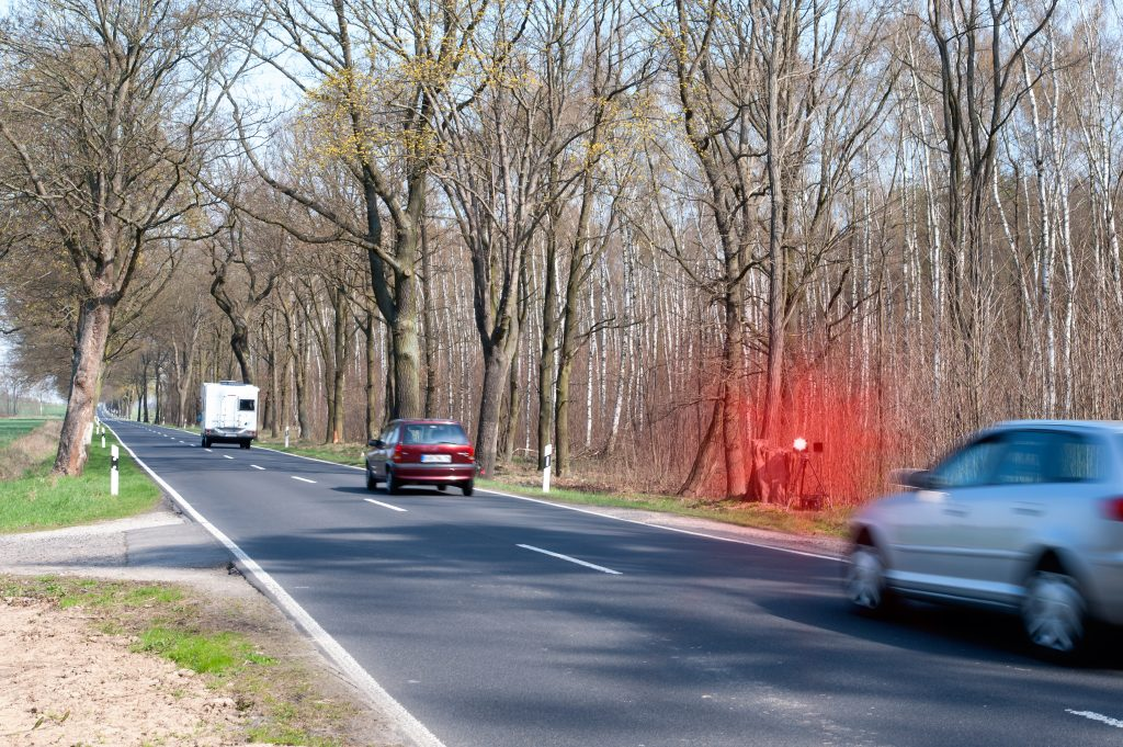 Hastighetskontroll utmed en landsväg