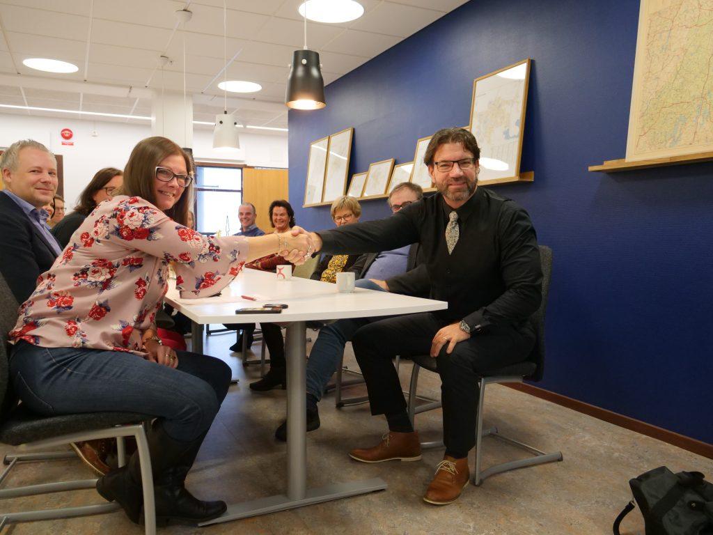 Tony Hansen (S), Tranemo kommun och Marie Johansson (S) Gislaveds kommun under en presskonferens 17 december.