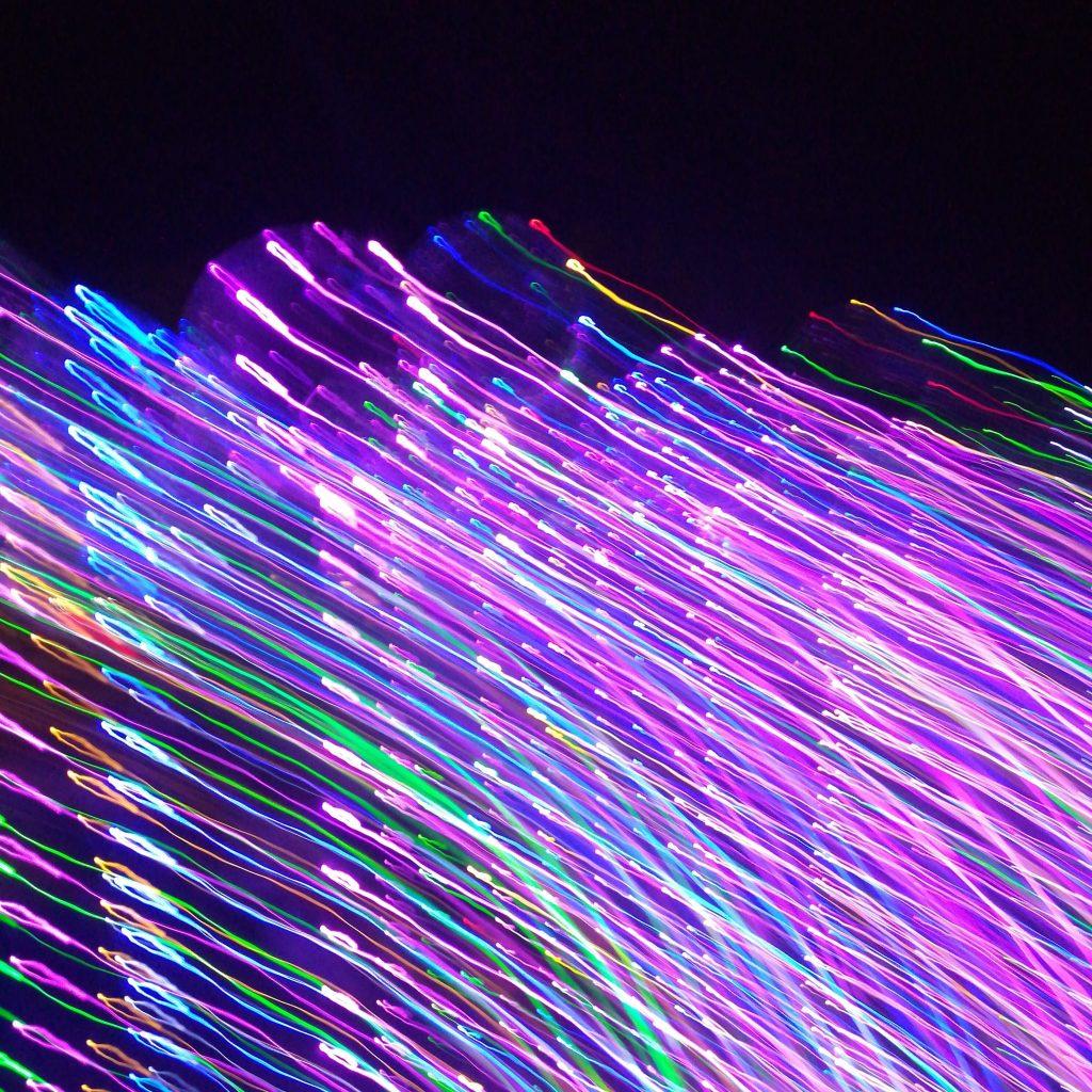 färgglada fibertrådar